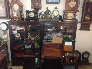 antique-furniture-dealer